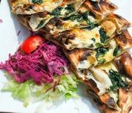 TurkPide pizza arkivbilder