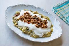 Turks Ali Nazik Kebab met Yoghurt, Gehakt en Geroosterde Aubergine of Aubergine/Kebap Royalty-vrije Stock Afbeelding