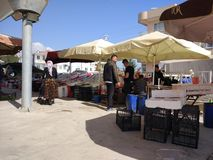 Turks bazaarfruit en plantaardige box stock foto's