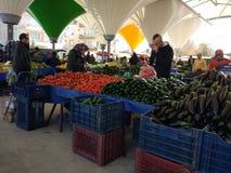 Turks bazaarfruit en plantaardige box stock fotografie