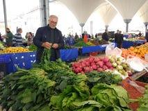 Turks bazaarfruit en plantaardige box stock afbeelding
