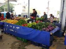 Turks bazaarfruit en plantaardige box stock foto