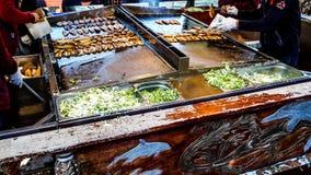 Turks straatvoedsel balik ekmek/vissen en brood Stock Fotografie