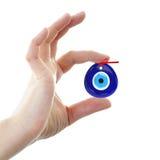 Turkse amulet Kwaad Oog Over handen met witte 3D achtergronden, Stock Fotografie