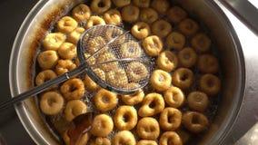 Turkse Anatolia Traditional Sweet Dessert Donut Genoemd Lokma stock footage