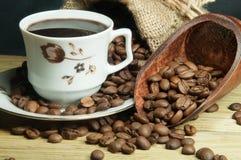 Turkse koffie in een kleine kop stock afbeelding