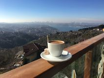 Turkse koffie en verrukking in Ä°stanbul stock afbeelding