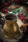 Turkse koffie in koper coffe pot royalty-vrije stock fotografie