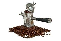 Turkse koffiepot en koffiebonen Royalty-vrije Stock Afbeelding