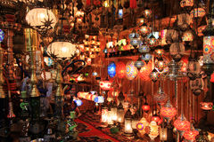 Turkse lampenwinkel in de Grote Bazaar, Istanboel Stock Afbeeldingen
