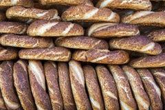 Turkse Ongezuurde broodjes/Simit Stock Afbeeldingen