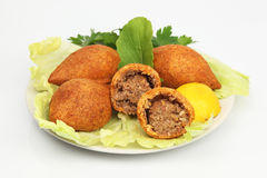 Turkse Ramadan Food-icli kofte (vleesballetje) falafel stock foto