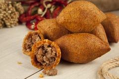 Turkse Ramadan Food-icli kofte (vleesballetje) falafel royalty-vrije stock afbeeldingen
