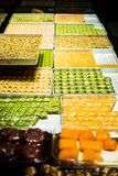 Turkse snoepjes in een winkel Stock Afbeeldingen