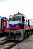 Turkse Spoorwegen diesel elektrische locomotief voor Dogu-Sneltrein in Ankara Turkije royalty-vrije stock afbeeldingen