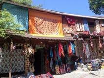 Turkse Tapijten en Toeristische Punten bij een winkel in Istanboel Royalty-vrije Stock Foto's
