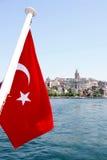 Turkse Vlag op oud Istanboel Stock Foto