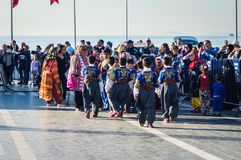 Turkse Volksdansers op Nationale Soevereiniteit en Kinderen` s Dag - Turkije Royalty-vrije Stock Foto