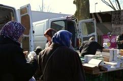 Turkse vrouwen met Hijab in Turkse markt in Dusseldorf Duitsland Royalty-vrije Stock Foto's