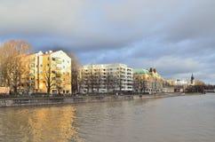 Turku, Finlandia Riva del fiume di Aurajoki Fotografia Stock
