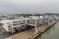 Turku hamnstad som ses från däcket av färjan Royaltyfria Foton