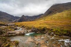 Turkusowi czarodziejka baseny w wyspie Skye, Szkocja zdjęcie royalty free