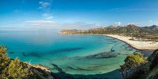 Turkusowy Śródziemnomorski przy Ostriconi plażą w Corsica Zdjęcia Royalty Free