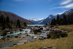 Turkusowy jeziorny Xinluhai w Tybet Zdjęcia Royalty Free