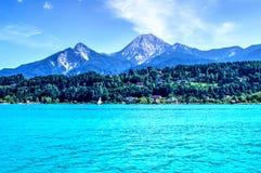 Turkusowy jezioro w Austriackich Alps Faaker widzii Obrazy Royalty Free