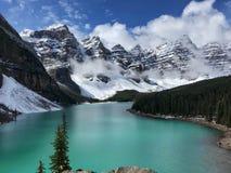 Turkusowy Morena jezioro w Banff parku narodowym Obraz Royalty Free