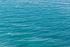 Turkusowy morze macha tło Fotografia Royalty Free