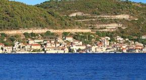 Turkusowy morze w Chorwacja Vis wyspie obraz stock