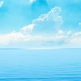 Turkusowy niebo i morze Zdjęcia Royalty Free