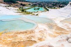 Turkusu trawertynu wodni baseny przy zdjęcie royalty free