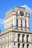 Turm auf dem Bahnhofsplatz in Minsk stockfoto