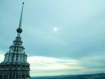 Turm am bewölkten Tag Stockfoto