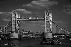 Turm-Brücke Lizenzfreie Stockfotos