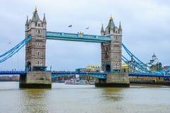 Turm-Brücke auf der Themse Stockbilder