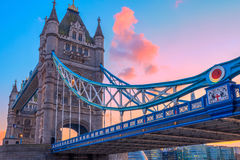 Turm-Brücke an der Dämmerung, London, Großbritannien Stockfoto