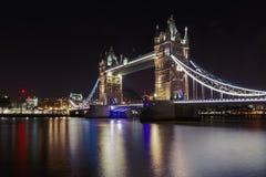 Turm-Brücke in London, Großbritannien in der Nacht Lizenzfreies Stockfoto