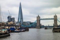 Turm-Brücke und die Scherbe, London, Großbritannien. Lizenzfreie Stockfotografie