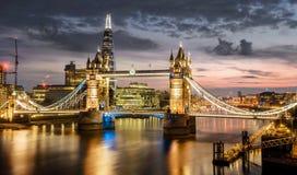 Turm-Brücke und die Scherbe, London Stockbild