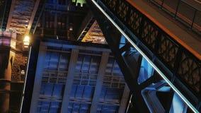 Turm-Brücken-Öffnungs-Aufzüge an der Nachtnahaufnahme stock video footage