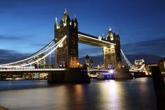 Turm-Brückenstadt von London nachts Lizenzfreie Stockfotografie
