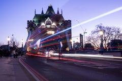 Turm Brdige, London-Lichtspuren Lizenzfreie Stockfotos