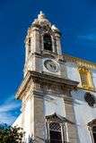 Turm der Carmo-Kirche Igreja tun Carmo in Faro, Portugal lizenzfreie stockfotografie