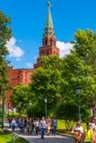 Turm der Festung Moskau der Kreml nannte ` Borovitskaya-` Viele Touristen von verschiedene Länder sehen möglicherweise es täglich lizenzfreies stockbild