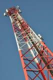 Turm der Kommunikation mit Antennen Lizenzfreies Stockbild