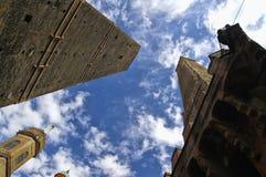 Turm des Asinelli und des Garisenda im Bologna Italien Lizenzfreies Stockbild