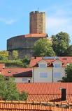 Turm des mittelalterlichen verstärkten Schlosses Steinsberg, Sinsheim, Deutschland lizenzfreie stockfotografie
